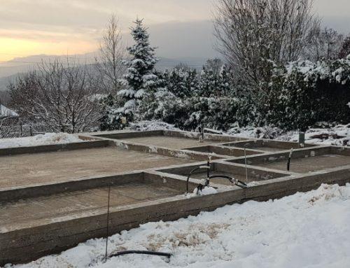 Výstavba domu v zime